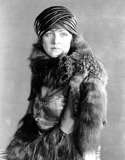 Elaine Hammerstein turban