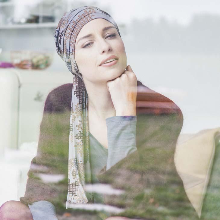 nouvelles que portez vous pour camoufler la perte de cheveux un foulard chimio ou une. Black Bedroom Furniture Sets. Home Design Ideas